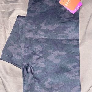 SPANX BLACK CAMO SEAMLESS LOOK AT ME NOW LEGGINGS